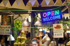 夜食物市场 图库摄影