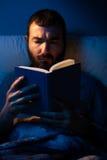 夜读书 库存照片