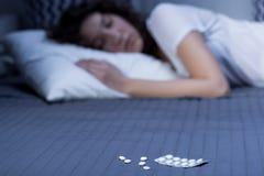 夜间休息仅可能对安眠药 免版税库存照片