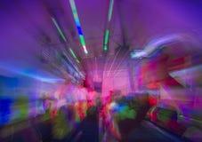夜总会或摇滚乐音乐会跳舞 库存图片