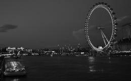 夜间伦敦眼睛 库存图片