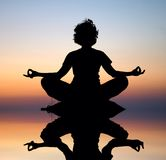 夜间凝思瑜伽 库存图片