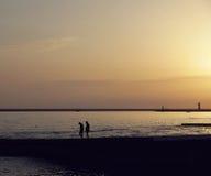 夜间在海边 库存图片