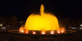 夜间在巴塞罗那,不可思议的喷泉的西班牙 库存图片