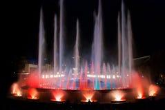 夜间在巴塞罗那,不可思议的喷泉的西班牙 免版税图库摄影