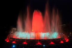 夜间在巴塞罗那,不可思议的喷泉的西班牙 库存照片