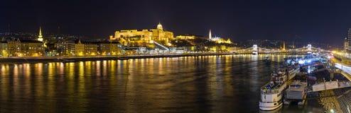 夜间宫殿和多瑙河-布达佩斯,匈牙利 免版税库存图片