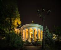 夜10月宫殿在基辅乌克兰 库存图片