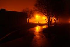 夜间有雾的停车场 库存照片