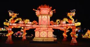夜间的中国龙主题乐园 免版税库存照片