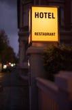 夜间的旅馆 库存照片