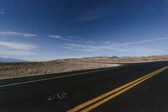 夜间的死亡谷国家公园 免版税库存照片