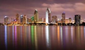 夜间科罗纳多圣地亚哥海湾街市城市地平线 免版税库存照片