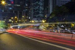 夜间红绿灯足迹在香港 库存照片