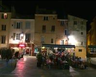 夜间酒吧场面在法国的南部的艾克斯普罗旺斯 库存图片