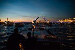 夜Sankt-Peterburg俄罗斯 免版税库存照片
