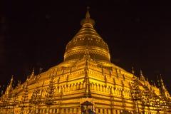 夜Shwezigon塔,在缅甸(Burmar)的Bagan 免版税图库摄影