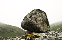 大一块小的常设石头 图库摄影