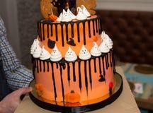 大万圣夜巧克力蛋糕 库存图片