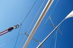 大三角帆杆是用于风船的晶石 免版税库存照片