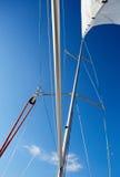 大三角帆杆是用于风船的晶石 免版税图库摄影