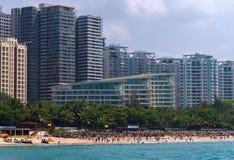 大东海的旅馆在海南旅游海岛上靠岸  库存照片