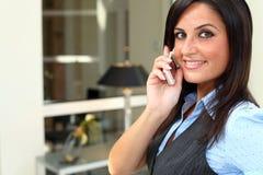 大乳房移动电话夫人移动联系 免版税库存照片