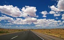 大云彩高速公路天空视图 库存图片