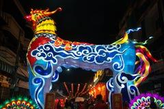 大五颜六色的灯笼陈列和装饰为在农历新年庆祝的旅游业在泰国 免版税库存照片