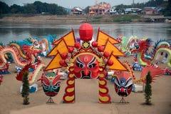 大五颜六色的灯笼陈列和装饰在旅游业的河附近在农历新年庆祝在泰国 库存照片