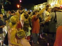 大人群在烟花以后的乔治城 免版税图库摄影