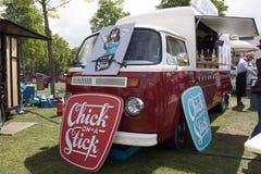 大众T2 foodtruck在阿姆斯特丹 免版税库存图片