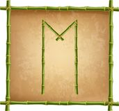 大写字母M做了绿色竹棍子在老纸背景 皇族释放例证