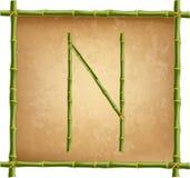 大写字母N做了绿色竹棍子在老纸背景 皇族释放例证