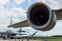 大军事运输航空器波音C-17 Globemaster III的扇涡轮普拉特&惠特尼F117-PW-100 免版税图库摄影
