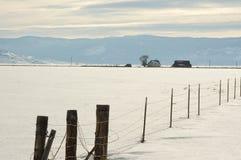 大农场山脉谷冬天 库存图片