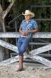 大农场的牛仔 免版税库存照片