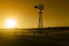 大农场风车 库存图片