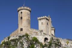 大别墅在它的岩石山顶的de富瓦 免版税库存照片