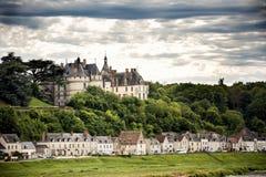 大别墅de肖蒙苏尔卢瓦尔河,法国 这座城堡位于卢瓦尔河流域,在10世纪建立了和被重建了 库存图片