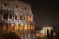 大剧场晚上(Colosseo -罗马-意大利) 库存图片