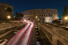 大剧场罗马在晚上 库存照片