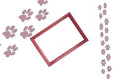 大动物和小动物脚印刷品在白色背景与木制框架在图片和自由空白的拷贝的中心 向量例证