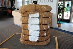 大包在被膜博物馆的棉花展览在北部密西西比 免版税库存照片