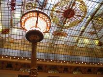 大区域彩色玻璃天花板 库存图片