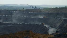大卡车运载煤炭 股票视频