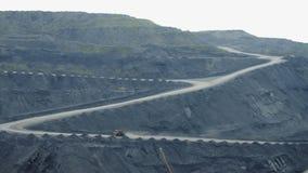 大卡车运载煤炭 影视素材