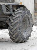 大卡车重型设施轮胎 库存照片
