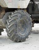 大卡车重型设施轮胎 图库摄影