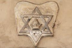大卫王之星-在老新的犹太教堂, Josefov,犹太处所门面的安心布拉格,捷克 免版税库存图片